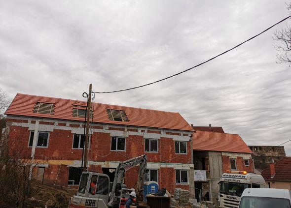 Az A épület ablakai is a helyükön vannak