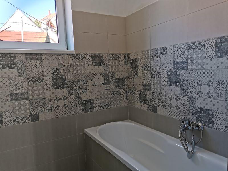 mintalakás fürdő